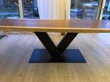 Tisch aus Einem Stück